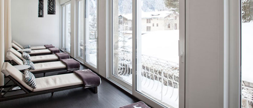Switzerland_Davos_Hotel_National_relaxation_area.jpg